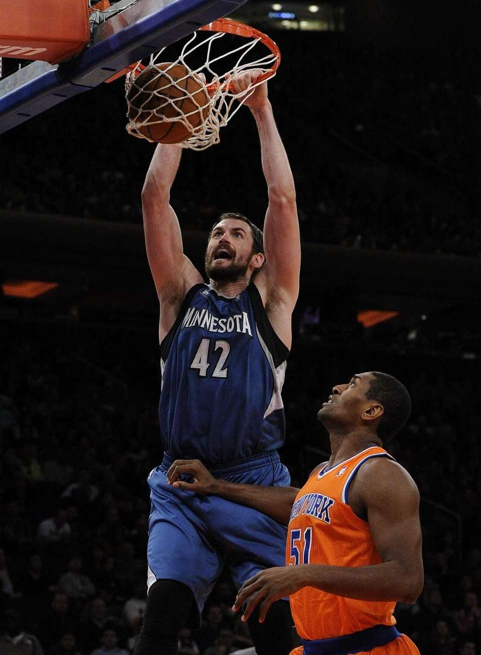Minnesota Timberwolves forward Kevin Love dunks over Knicks