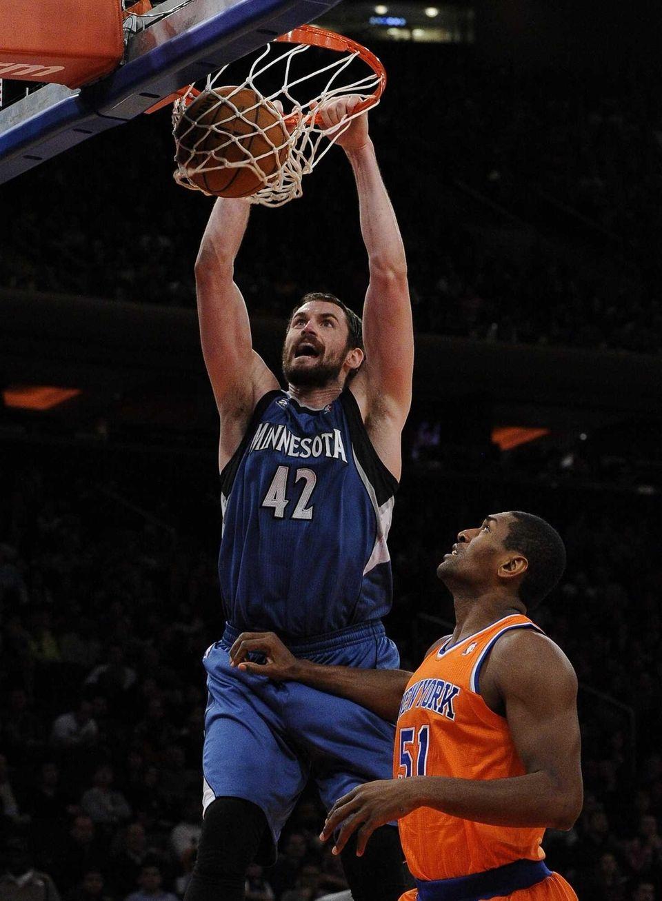 Minnesota Timberwolves forward Kevin Love dunks over Knicks