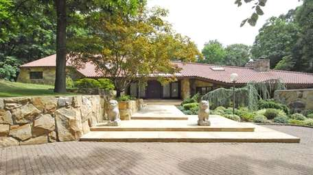 This Norman Jaffe-designed house in Sands Point is