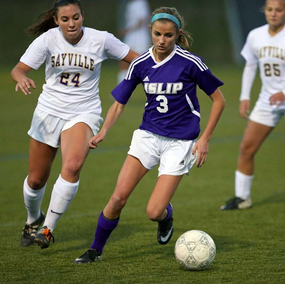 Islip's Mary O'Hara moves the ball into the