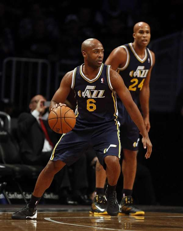 Utah Jazz point guard Jamaal Tinsley begins a