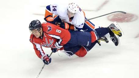 Washington Capitals right wing Alex Ovechkin (8) tries