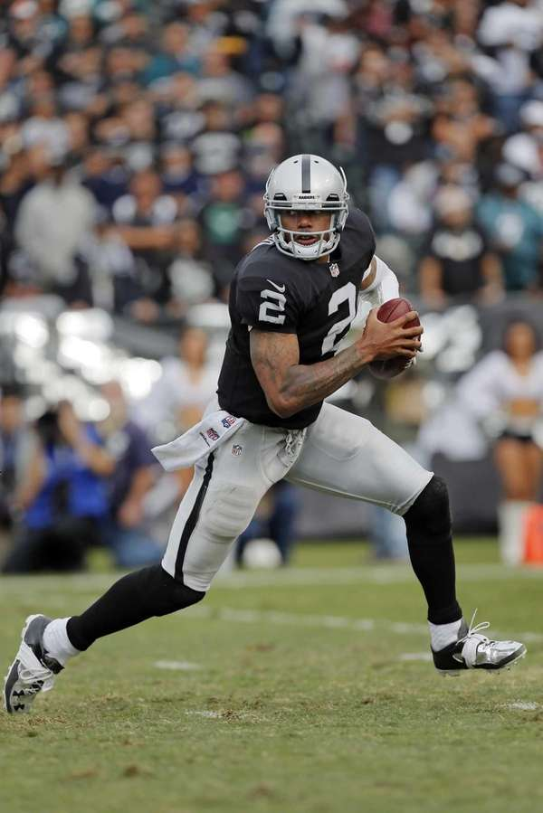 Oakland Raiders quarterback Terrelle Pryor tries to escape