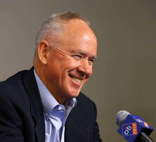 Mets general manager Sandy Alderson speaks during a