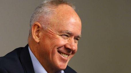 Mets general manager Sandy Alderson speaks during a