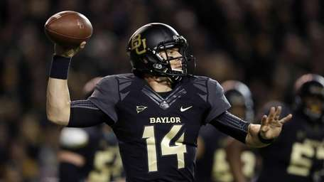 Baylor quarterback Bryce Petty passes against Oklahoma in