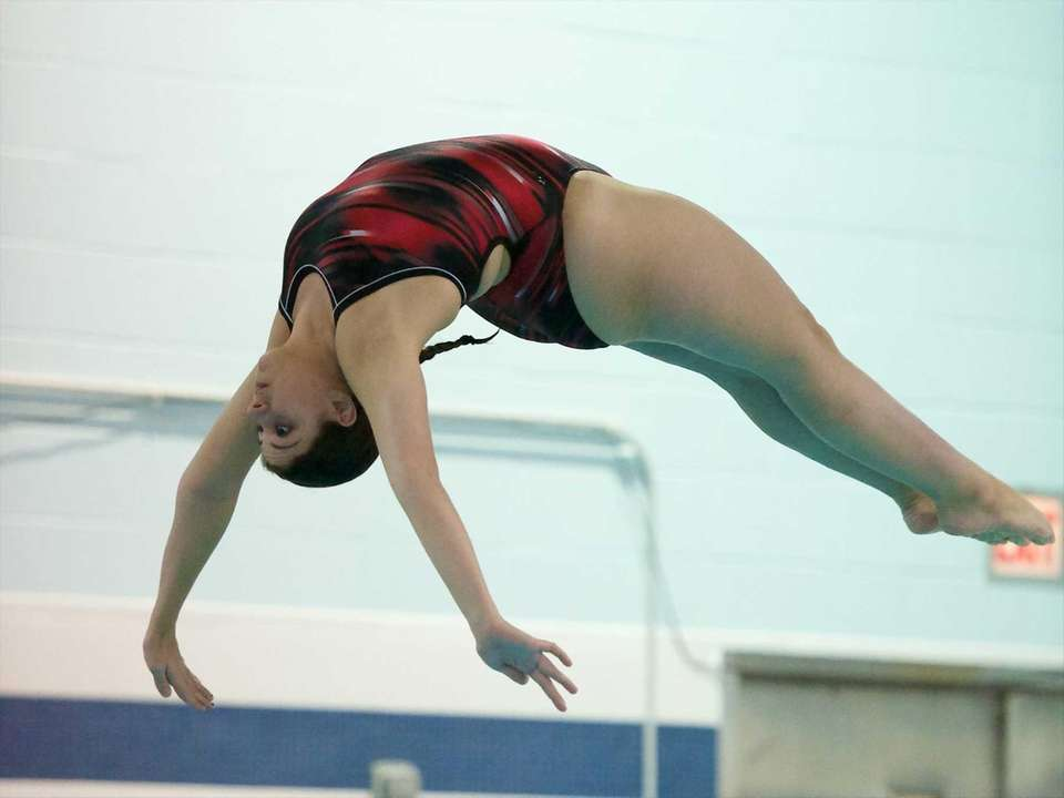 Courtney Canfield competes in the Suffolk County Diving