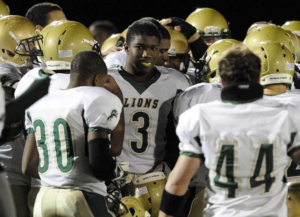 Longwood's Isiah White, center, and teammate huddles before