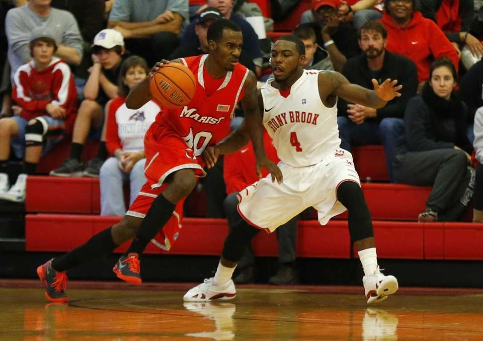 Anthony Jackson of the Stony Brook Seawolves guards