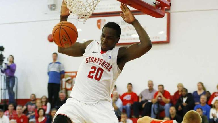 Jameel Warney of the Stony Brook Seawolves dunks
