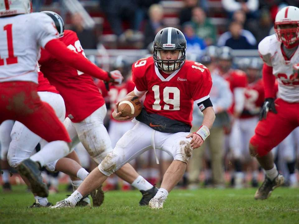 Syosset quarterback Hunter Gross (19) rushes against Freeport.