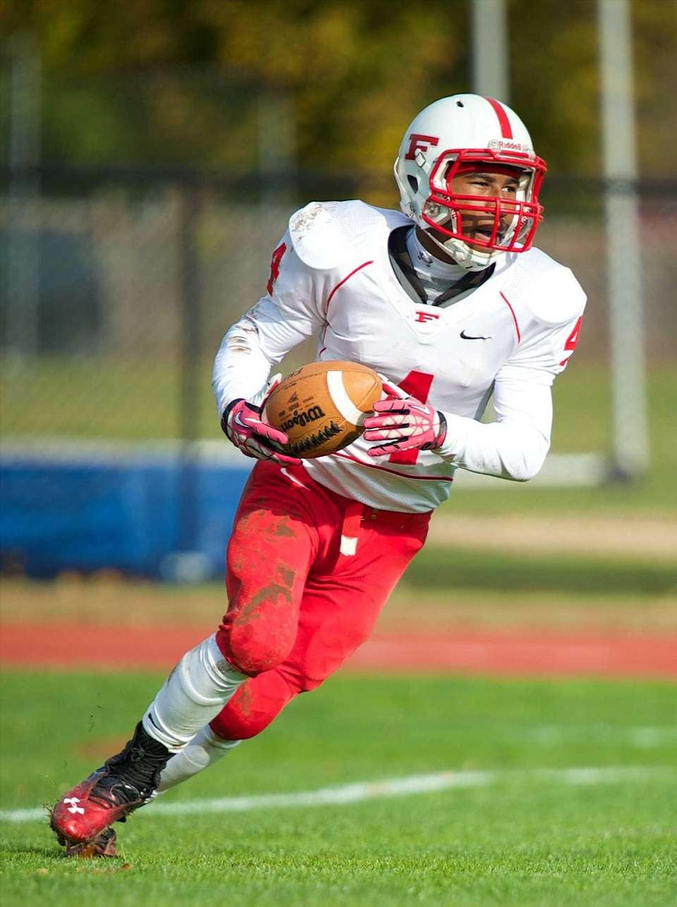 Freeport running back D'monte Woody (4) scores a