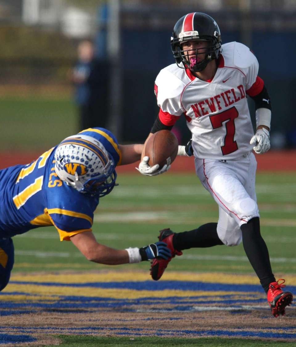 Stephen Cohen of Newfield gets away from West