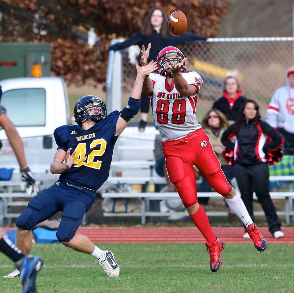 Center Moriches tight end John-Cody Cerverizzo (no. 88)