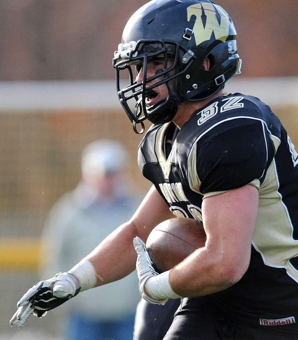Wantagh running back Peter Brasile rushes for a