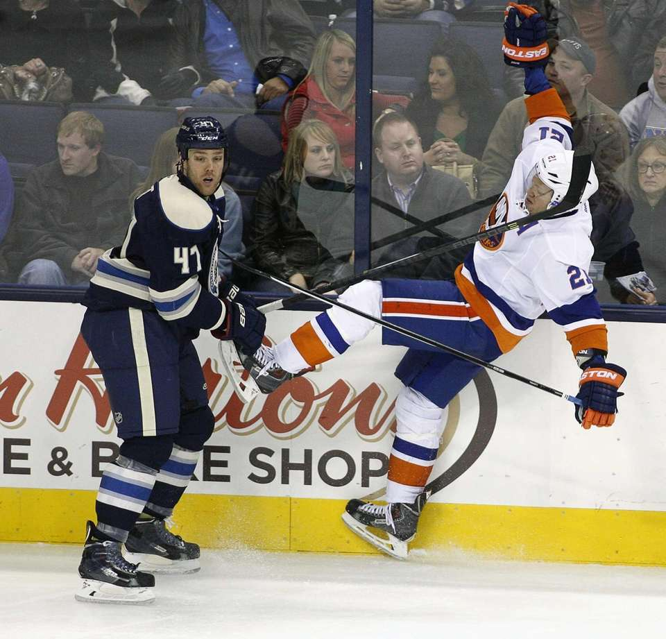 Islanders right wing Kyle Okposo (21) falls back