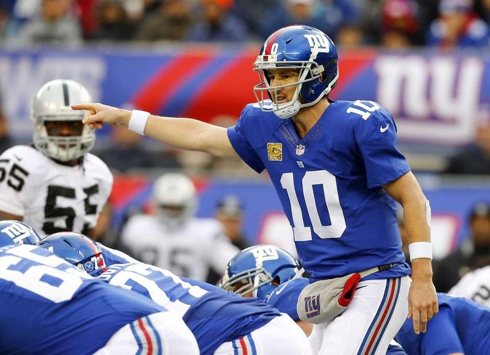 Giants quarterback Eli Manning (no. 10) directs his