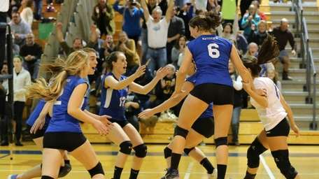 Mattituck celebrates after defeating Carle Place in five