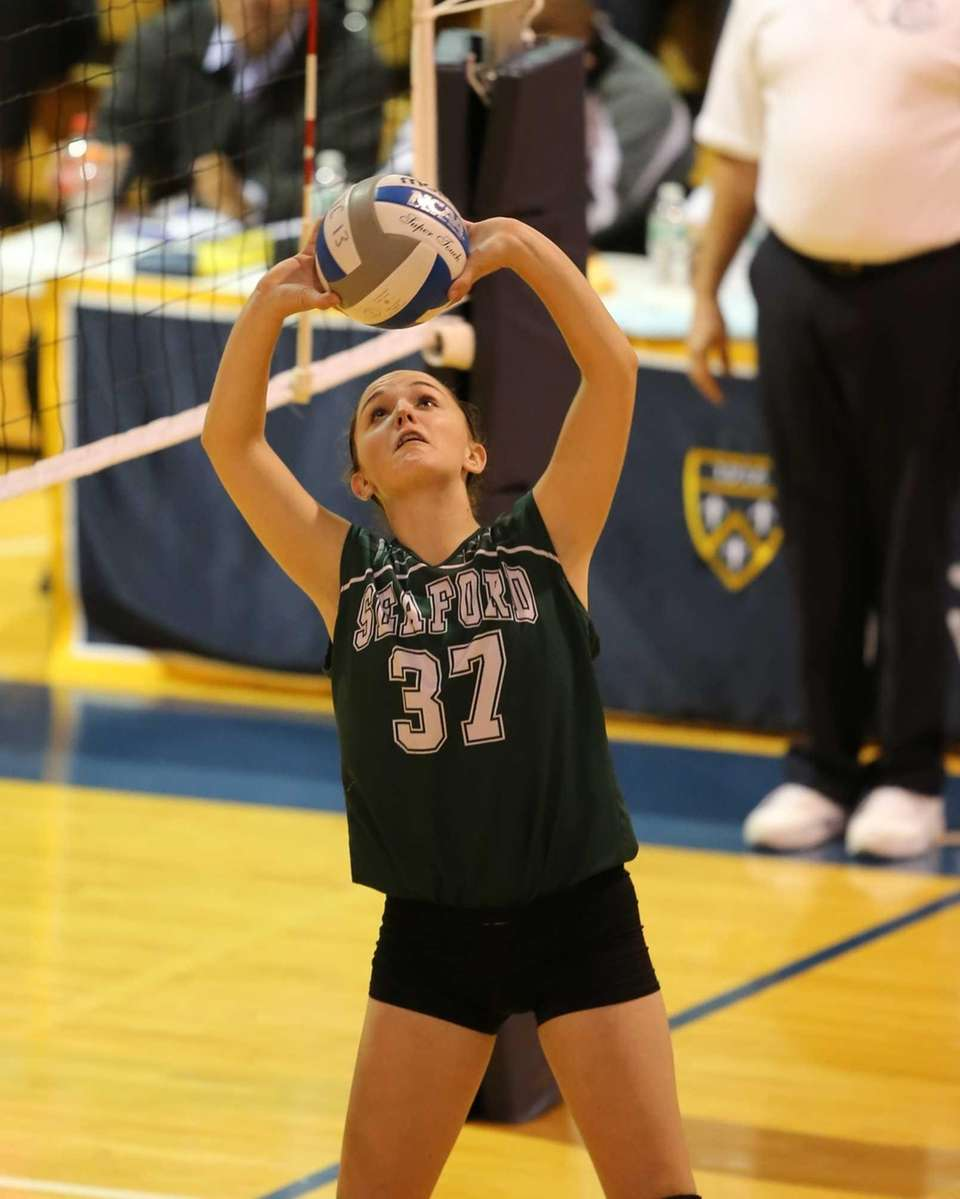 Seaford setter Erin Russell passes to her outside
