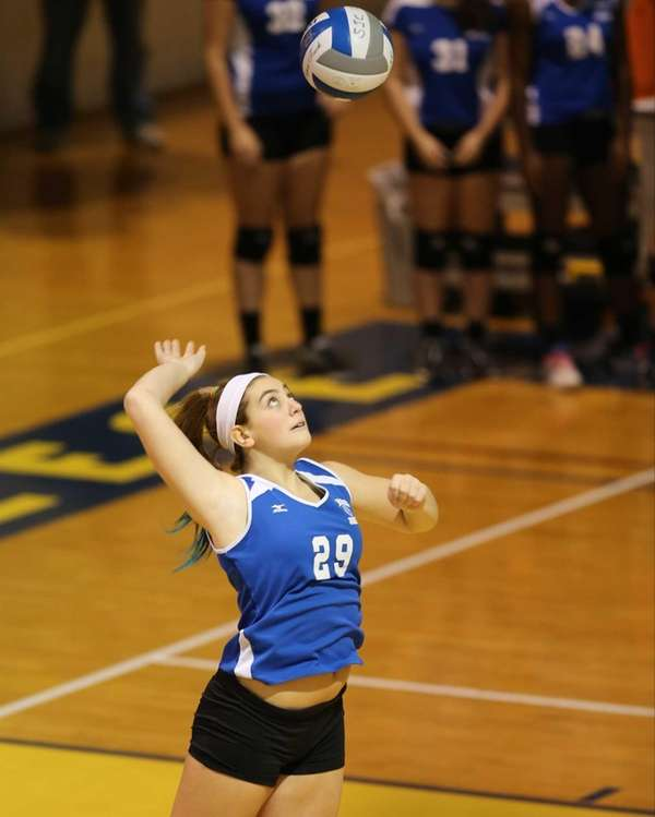 Glenn setter Stephanie Viteritti serves to Seaford. (Nov.