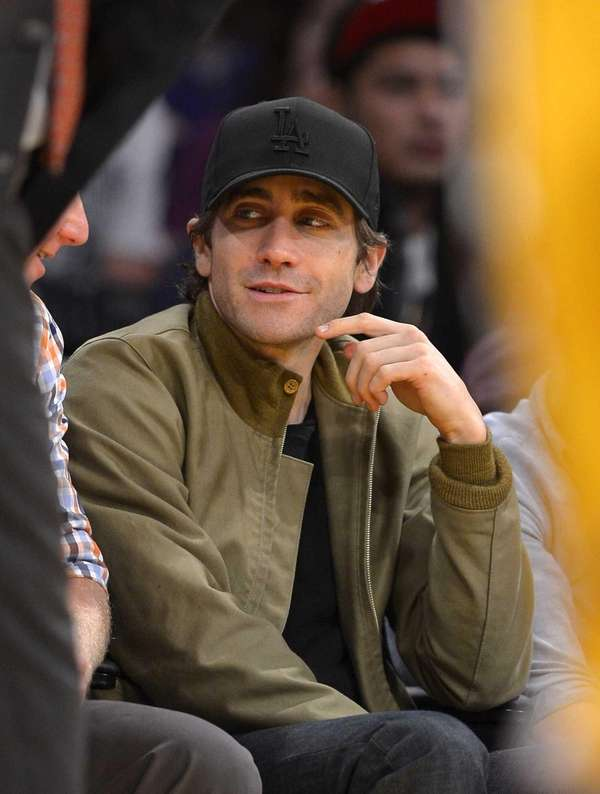 Jake Gyllenhaal watches the Los Angeles Lakers play