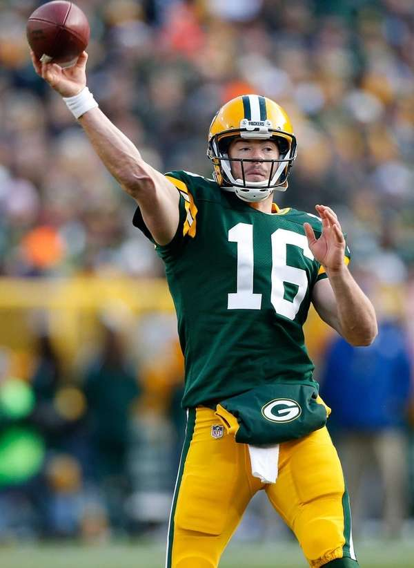 Green Bay Packers quarterback Scott Tolzien throws a
