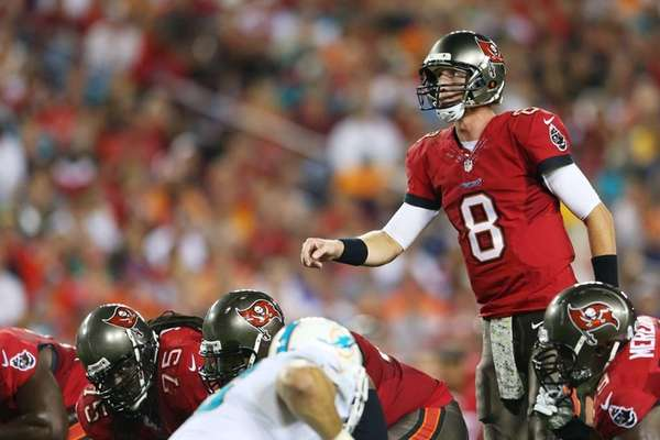 Tampa Bay Buccaneers quarterback Mike Glennon calls a