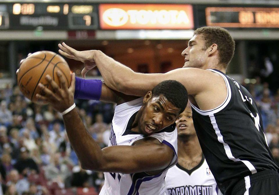 Sacramento Kings forward Jason Thompson, left, pulls a