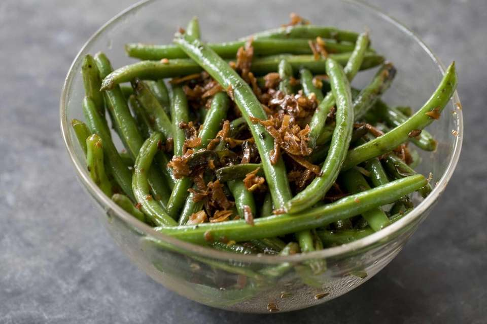 GREEN BEANS WITH A SWEET-SPICY COCONUT TOPPING: No