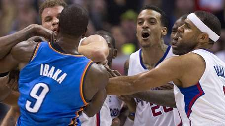 The Los Angeles Clippers' Matt Barnes, second from
