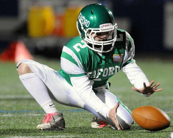 Seaford's Andrew Sappia steadies a low snap during