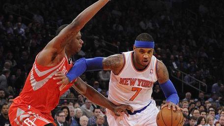 Knicks forward Carmelo Anthony drives around Houston Rockets