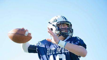 Huntington quarterback Ben Kocis warms up prior to