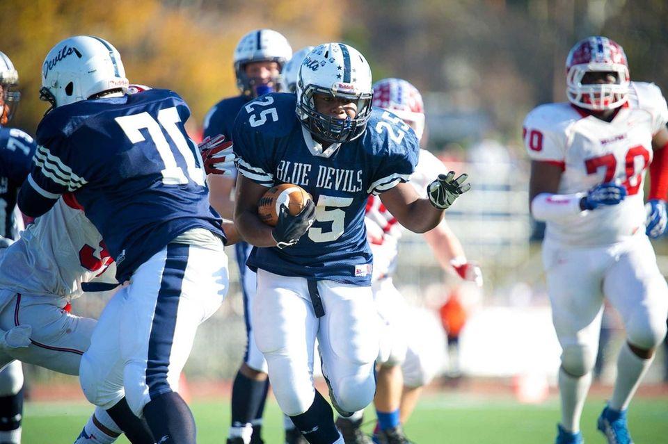 Huntington running back Levar Butts (25) runs the