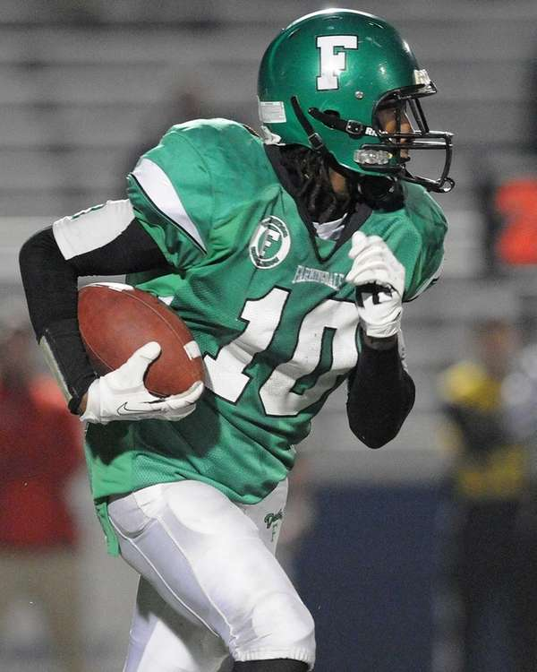 Farmingdale's Curtis Jenkins rushes for a gain during