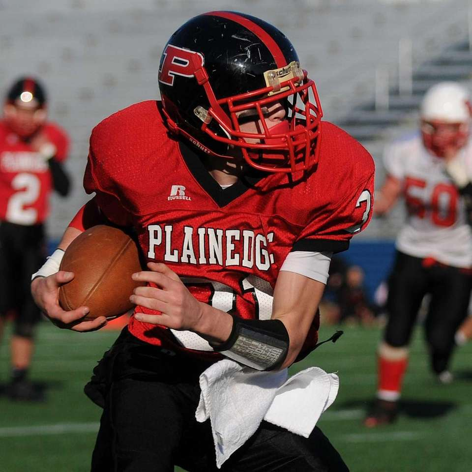 Plainedge's John Gullo heads downfield after making a