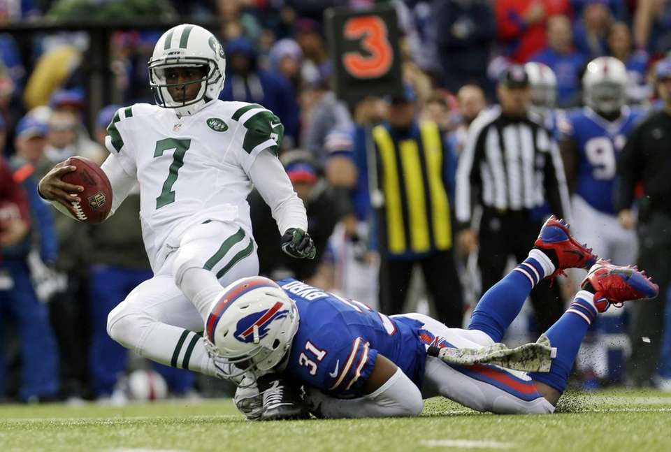 Geno Smith (7) is sacked by Buffalo Bills
