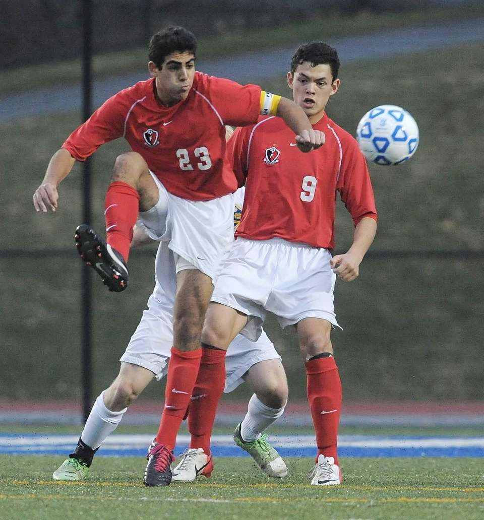 Friends Academy's Jonathan Nierenberg settles the ball to