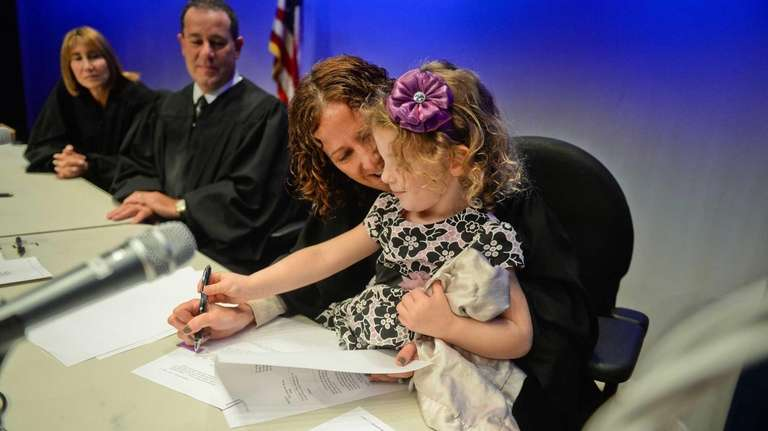 The Honorable Robin M. Kent assists Eleanor Haas-Colwell,3,