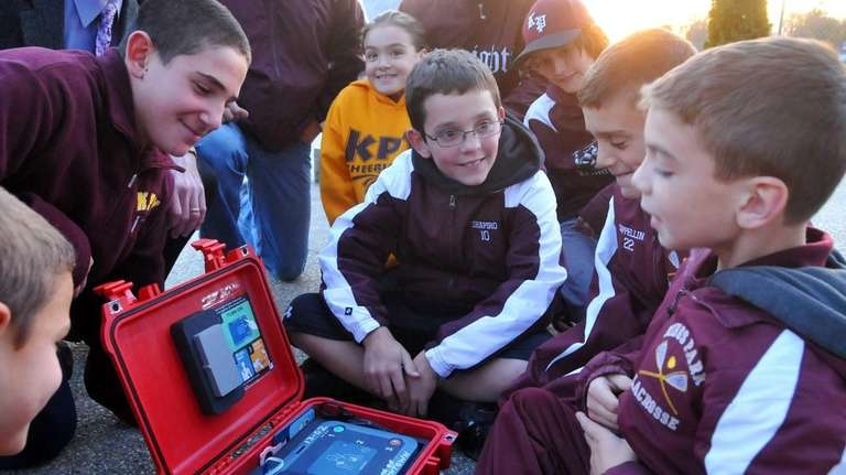 Justin Shapiro, 12, of Kings Park, center, and