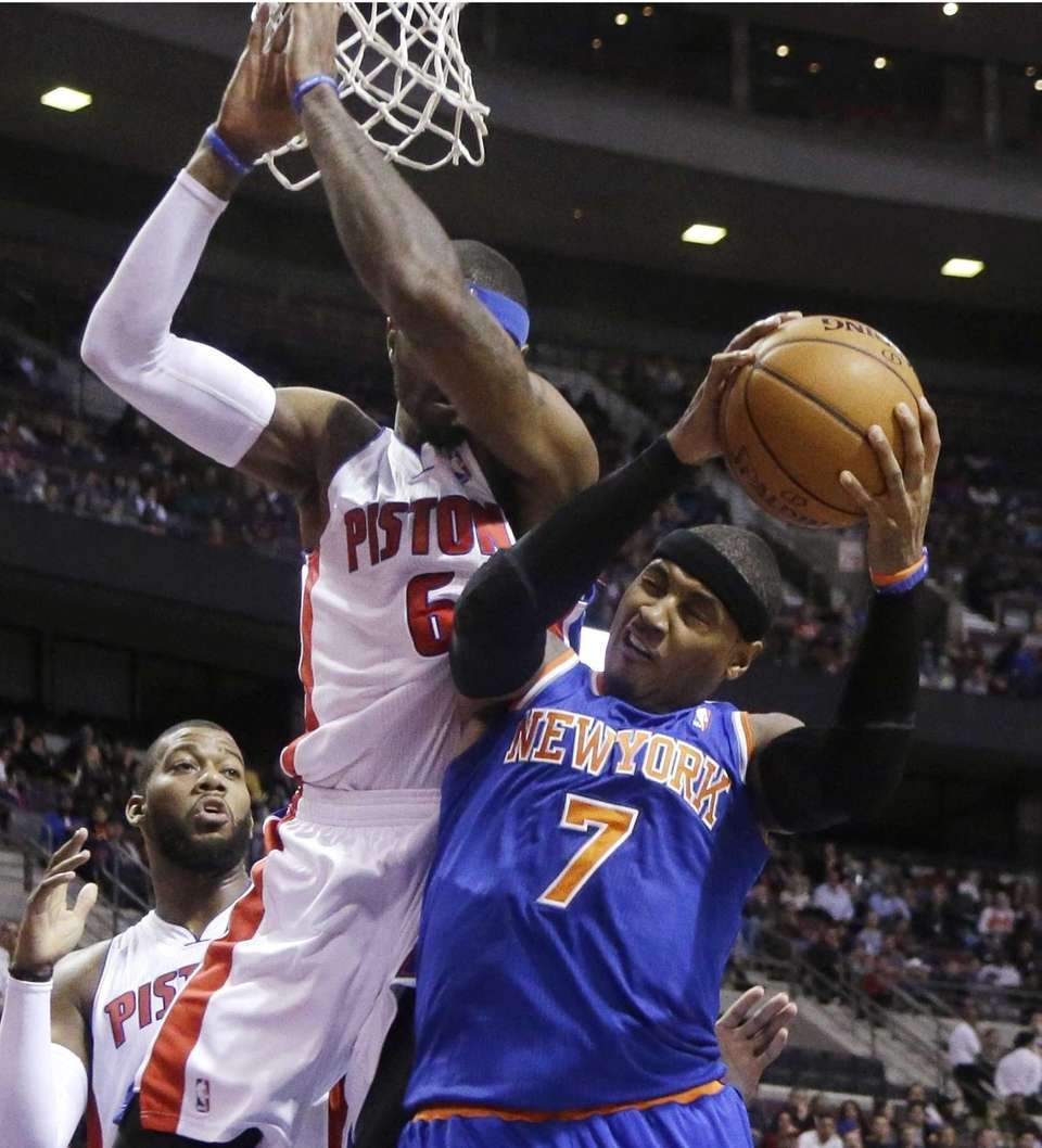 Knicks forward Carmelo Anthony is blocked by Detroit