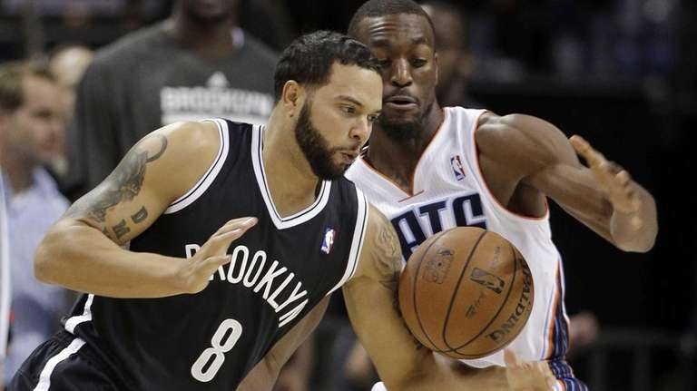 Deron Williams (8) loses the ball to the