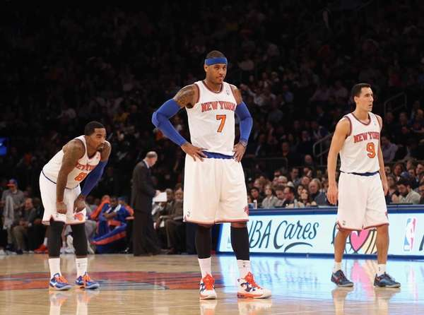 Carmelo Anthony of the Knicks waits to take