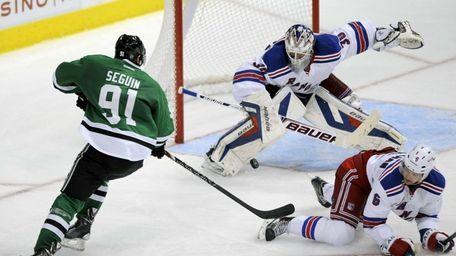 Rangers goalie Henrik Lundqvist makes the stop on