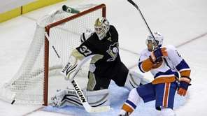 Pittsburgh Penguins goalie Jeff Zatkoff stops a shot