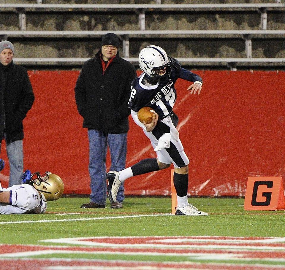 Huntington quarterback Benjamin Kocis scores a touchdown against