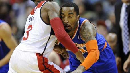 Knicks guard J.R. Smith, right, tries to get