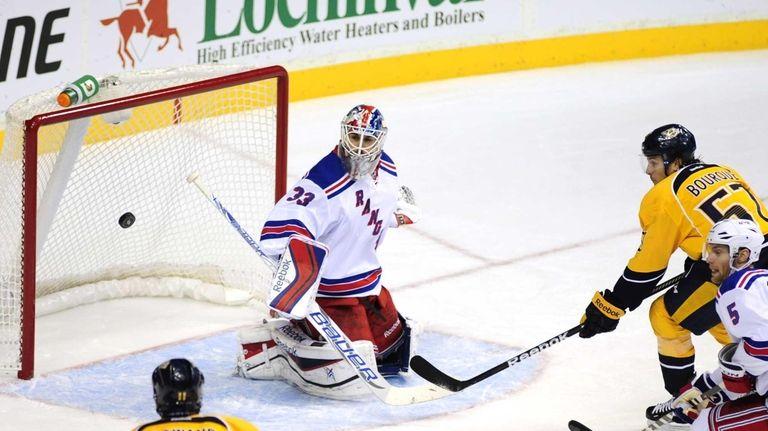 Rangers goalie Cam Talbot (33) stops the shot
