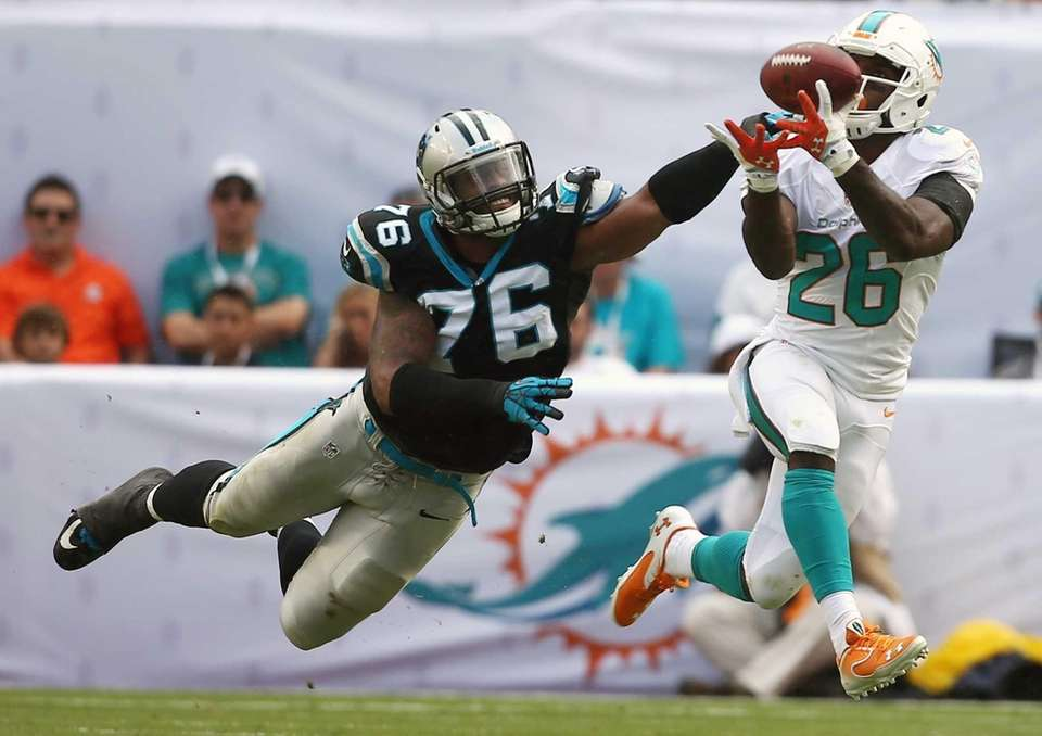Miami Dolphins running back Lamar Miller grabs a