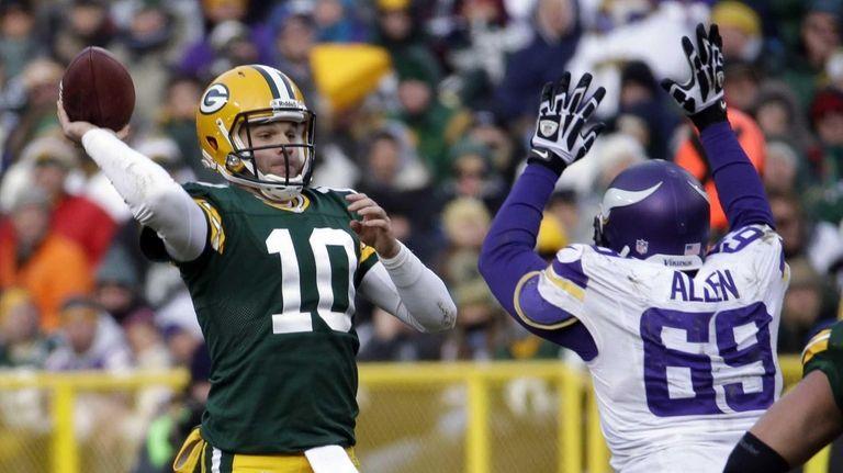 Green Bay Packers quarterback Matt Flynn attempts a